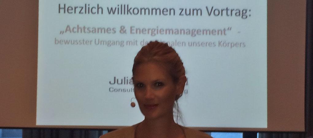 Rednerin Julia David spricht über Energiemanagment